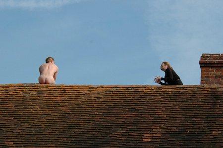 на крыше голая фото