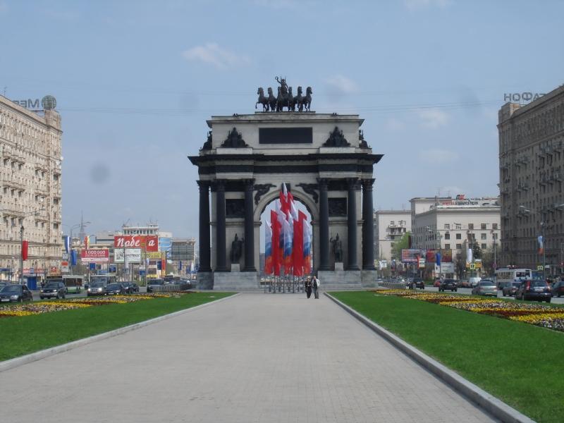 Арка рядом с Парком Победы