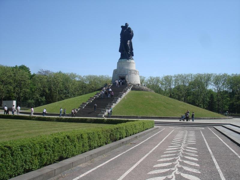 Монумент советскому воину-освободителю.Трептовпарк