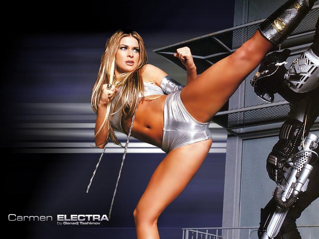 Model loses her bottom
