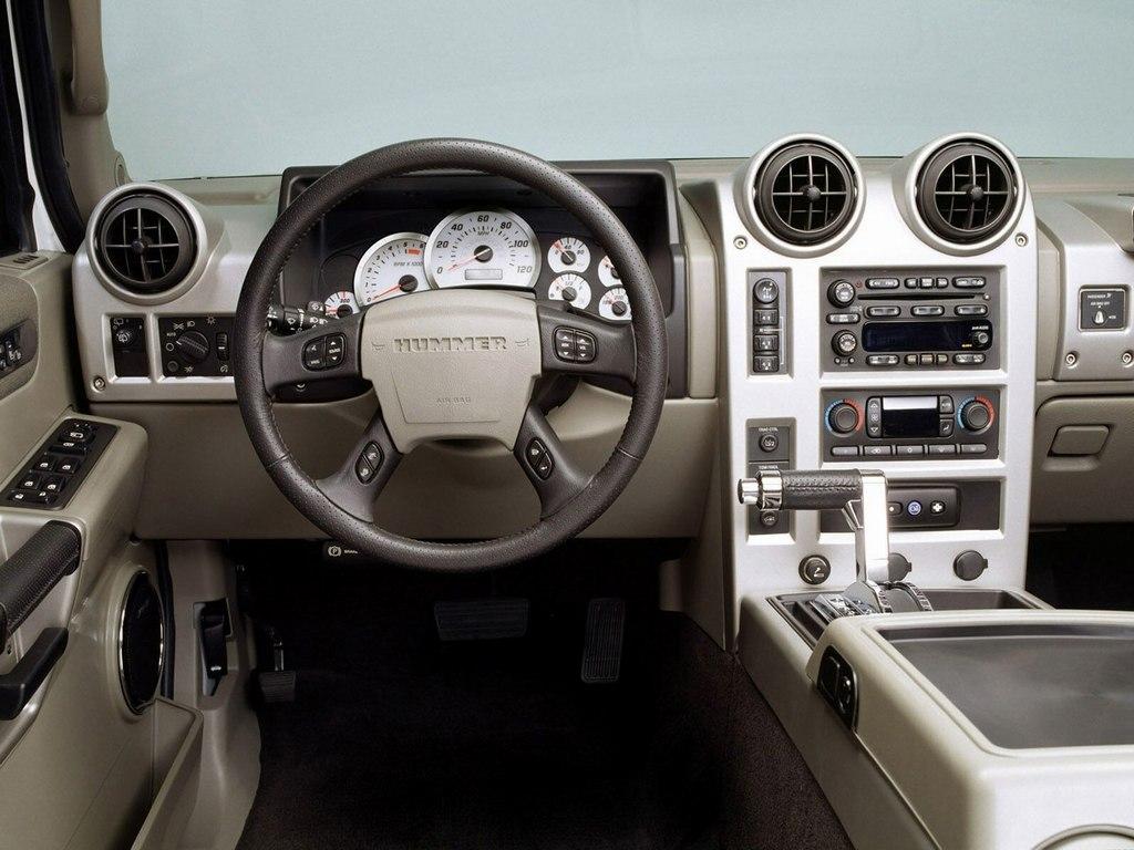 »Интерьер салона Hummer H2.