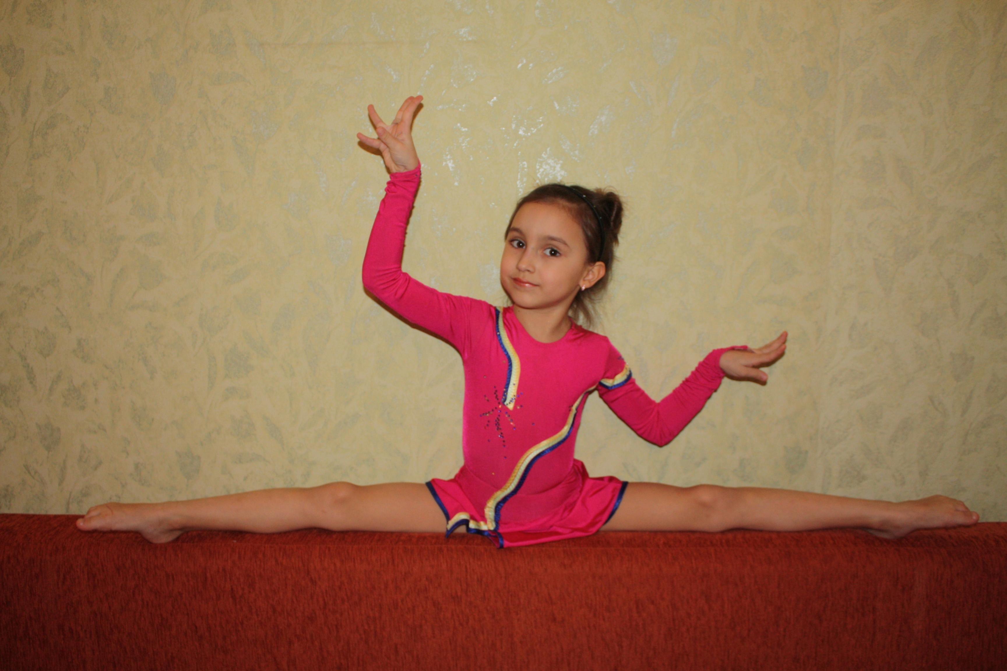 Фото гимнастка на шпагате 13 фотография