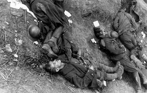 Убитые польские военнослужащие.
