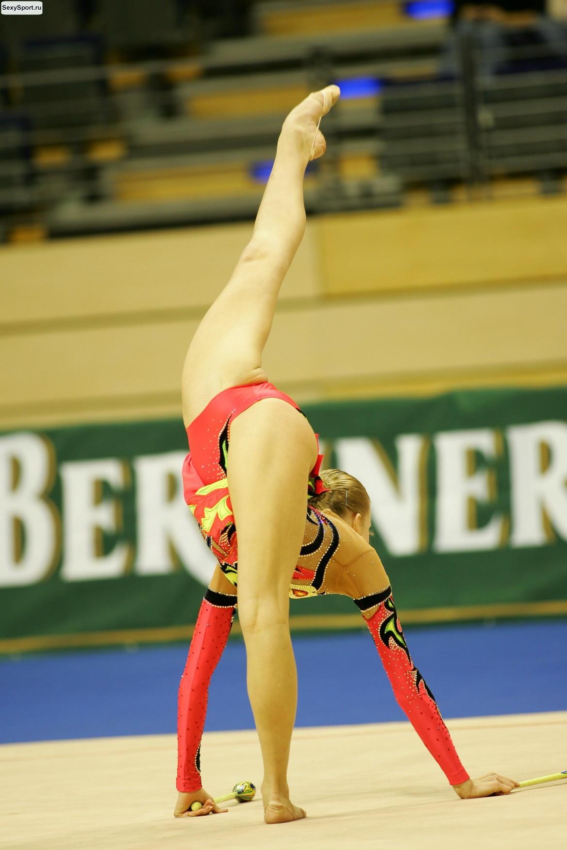 Фото гимнастки без трусов в прыжке 11 фотография