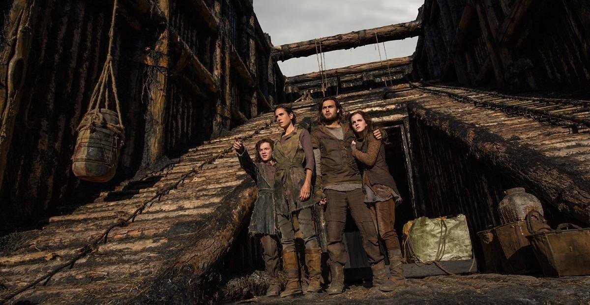 Иафет, Ноема, Сим и Ила во время строительства ковчега